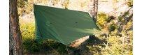 Retkiriippumatoille suunniteltuja katoksia ja hyttysverkkoja