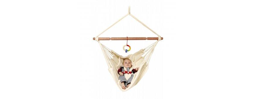 Vauvan riippumatto soveltuu 0-12 kuukautisille vauvoille. Hempeä keinutus rauhoittaa itkevätkin lapset